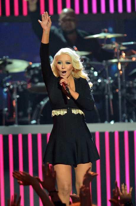 Christina_Aguilera_-_Performing_at_the_2013_Billboard_Music_Awards_19-05-2013_002