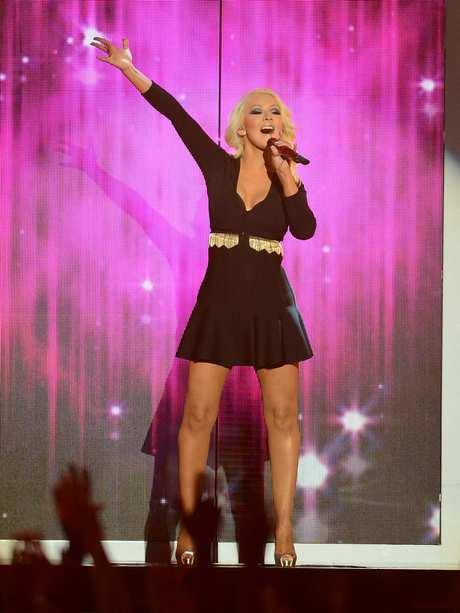 Christina_Aguilera_-_Performing_at_the_2013_Billboard_Music_Awards_19-05-2013_004