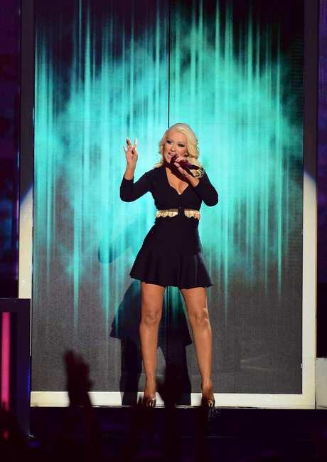 Christina_Aguilera_-_Performing_at_the_2013_Billboard_Music_Awards_19-05-2013_011