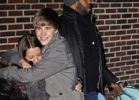 Justin Bieber Shows His Mom Love Outside Of Letterman