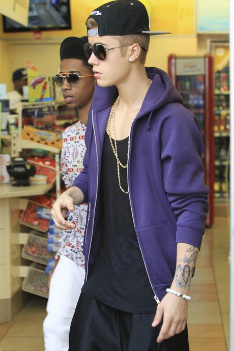 Justin Bieber And His Crew Stop For Junk Food
