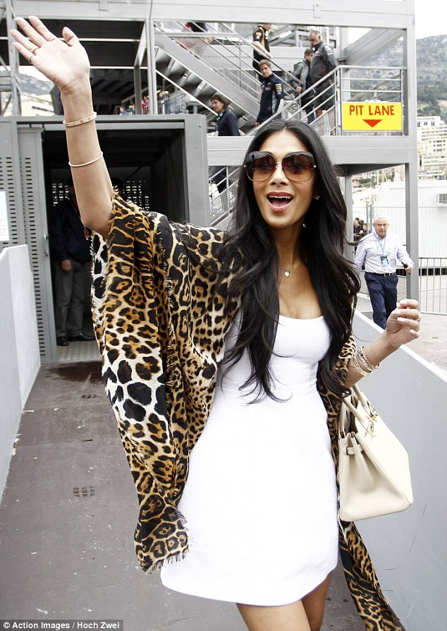 Nicole_Scherzinger_-_at_the_racetrack_in_Monaco_25-05-2013_003