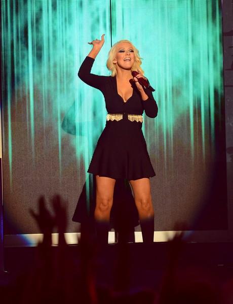 Christina_Aguilera_-_Performing_at_the_2013_Billboard_Music_Awards_19-05-2013_005