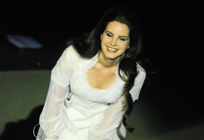 Lana Del Rey Performing In Paris