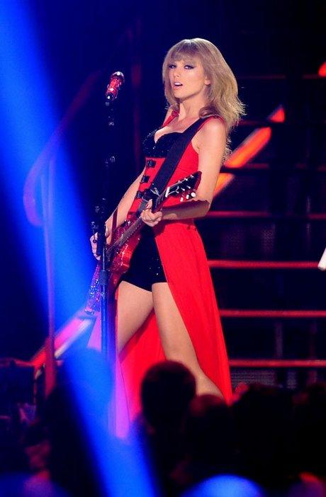 Taylor-Swift-060513-12