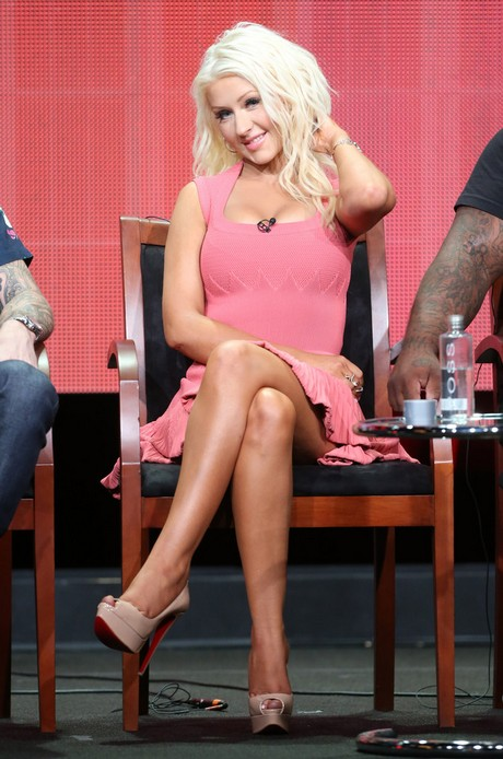 Christina_Aguilera_-_2013_Summer_TCA_Tour_in_Beverly_Hills_27-07-2013_012