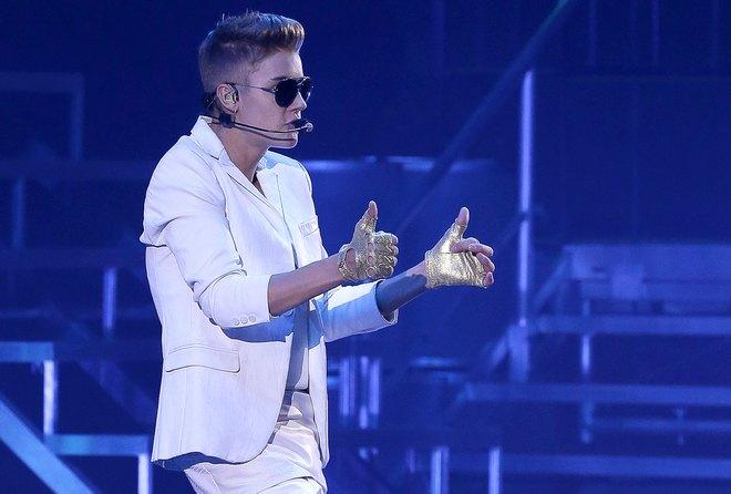 Justin Bieber Performs In Paris