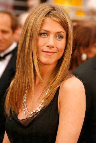 Jennifer-Aniston-Changing-Face-New-Cuts-51