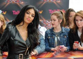 Nicole_Scherzinger___X_Factor_auditions_at_the_ExCel_centre_in_London_19-06-2013_0102