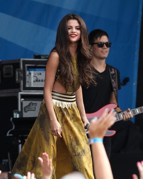 Selena Gomez Performing Live At The 103.3 AMP Radio Birthday Bash