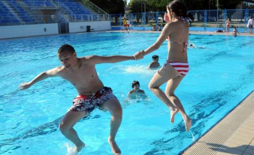 na-bazenu-dnevno-350-kupaca-slika-143668