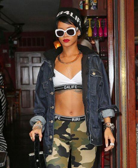 Rihanna8192013- (1)
