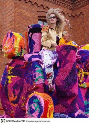 crocheted-locomotive-olek-3-450x629