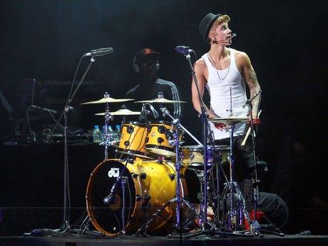 Justin Bieber heats up Shanghai on world tour
