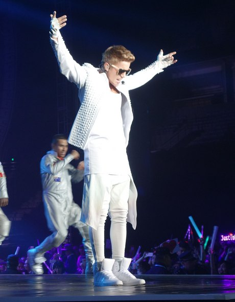 Justin Bieber Performing Live In Dalian