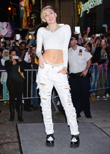 Miley Cyrus 'Bangerz' Record Release Signing