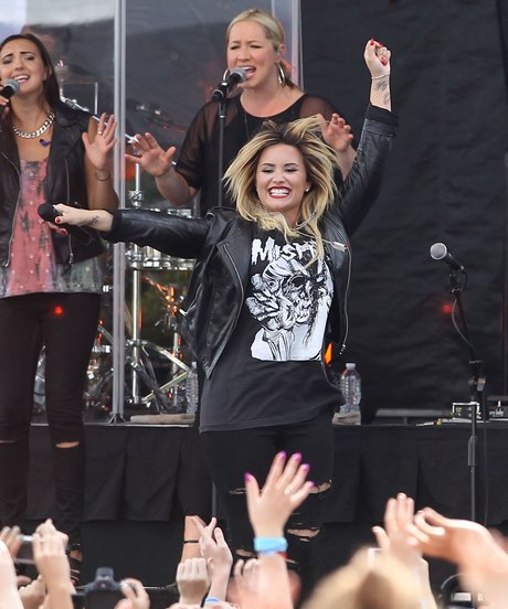 Exclusive... Demi Lovato Performing Live At The Microsoft Store Opening In Burlington