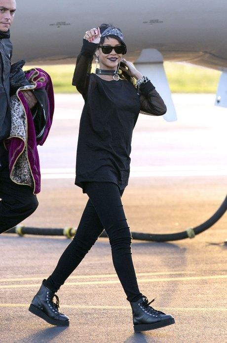 Rihanna Arriving On A Flight In Australia
