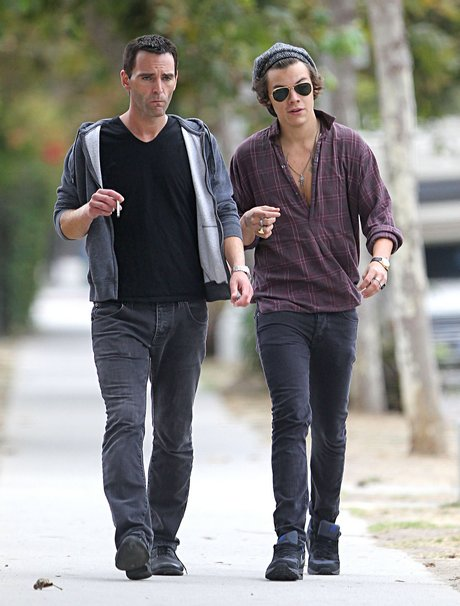 Exclusive... Harry Styles Gets Food To Go