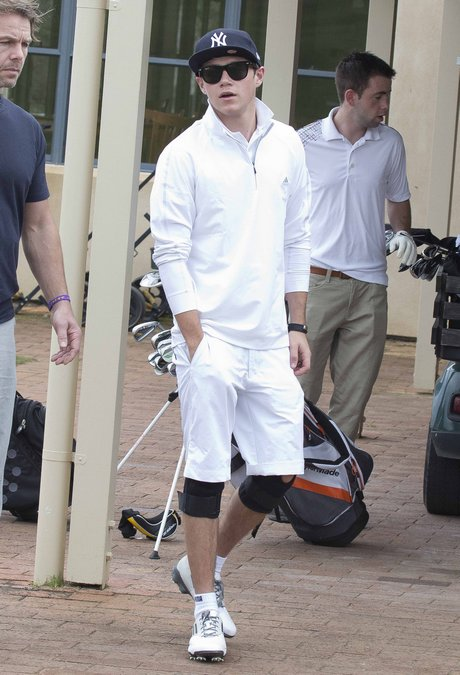 Harry Styles & Niall Horan Play A Round Of Golf In Australia