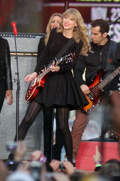 """Taylor Swift Performs On """"Good Morning America"""""""