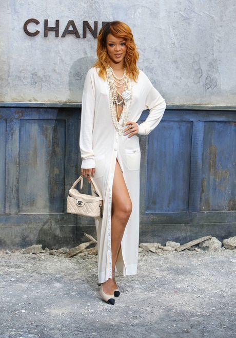 PARIS : Rihanna