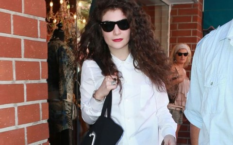 Lorde Stopping By A Nail Salon In Beverly Hills
