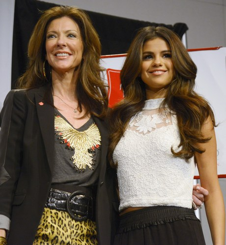 Selena Gomez, Charlotte Anderson