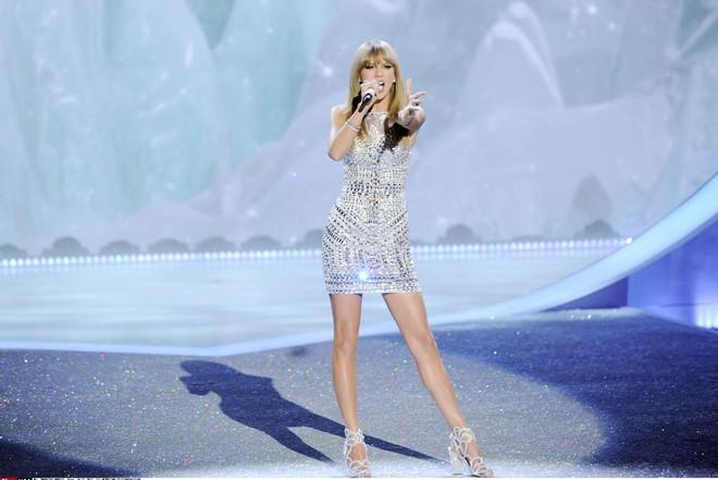 NY: 2013 VICTORIA'S SECRET Fashion Show - Runway