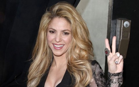 Shakira at The Voice Red Carpet Even in Hollywood