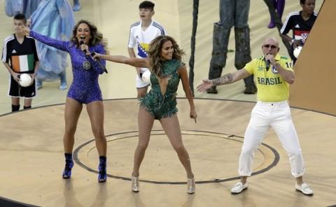 Claudia Leitte, Jennifer Lopez, Pitbull