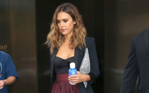 Jessica Alba Steps Out In New York City