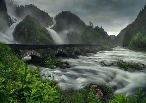 most na vodopadima u norveskoj Mostovi kao iz bajke