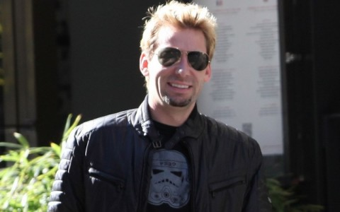 Avril Lavigne and Chad Kroeger enjoy a romantic walk in paris