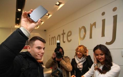 Ismar Gluhalic sa svojim novim_iPhone-om