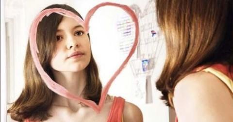 ogledalo-devojka-srce