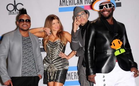 CA: 38TH AMERICAN MUSIC AWARDS PRESS ROOM