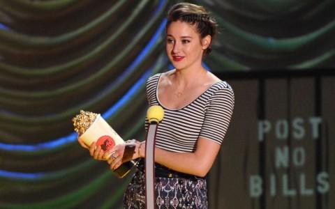 2015 MTV Movie Awards - Shailene Woodley accepts award