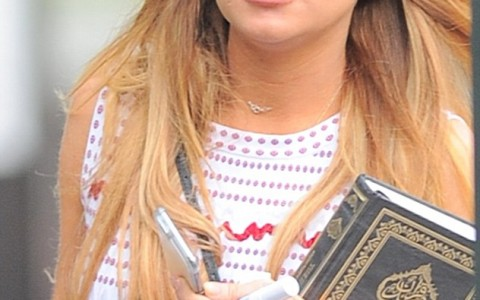 28A3F7D200000578-3080683-Religious_text_Lindsay_Lohan_was_spotted_carrying_a_copy_of_the_-m-1_1431563528968