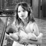 Milla Jovovich i suprug Paul krstili ćerkicu Dashiel Edon
