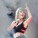 Taylor Swift u zagrljaju kolege!