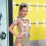 Miley pravi koncert za nudiste!