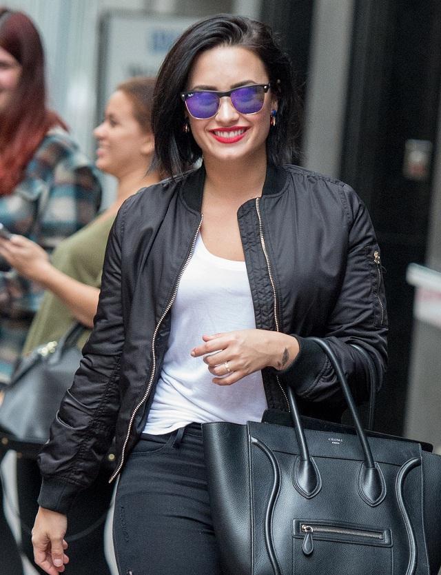 EXPRES - Demi Lovato: Potpuno gola i bez šminke! (VIDEO)